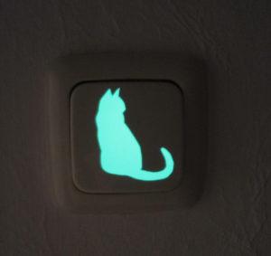 Deko in Form einer Katze für Lichtschalter gemacht aus lumentics-Leuchtaufkleber