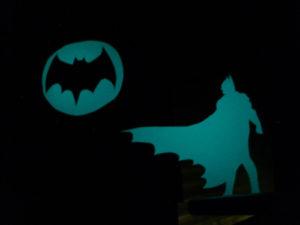 Wandbeklebung als Batmen und Logo aus lumentics-Leuchtaufklebern