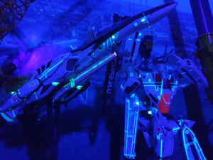 Transformer bemalt mit gelbgrüner lumentics-Leuchtfarbe