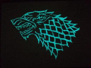 Game of Thrones Wolf als Wandmaleri aus grünblauer lumentics-Leuchtfarbe
