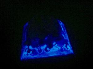 Dekorative, leuchtende Pyramide mit blaugrünem lumentics-Leuchtpulver-Anteil