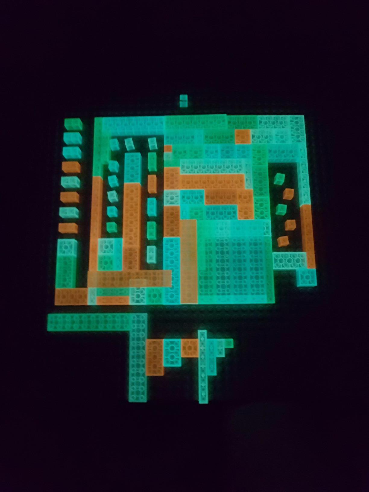 lumentics-Leuchtsteine zur Veranschaulichung auf der mitgelieferten Platte bei Nacht