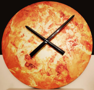 lumentics-Wandaufkleber Sonne als Uhr umfunktioniert bei Tag